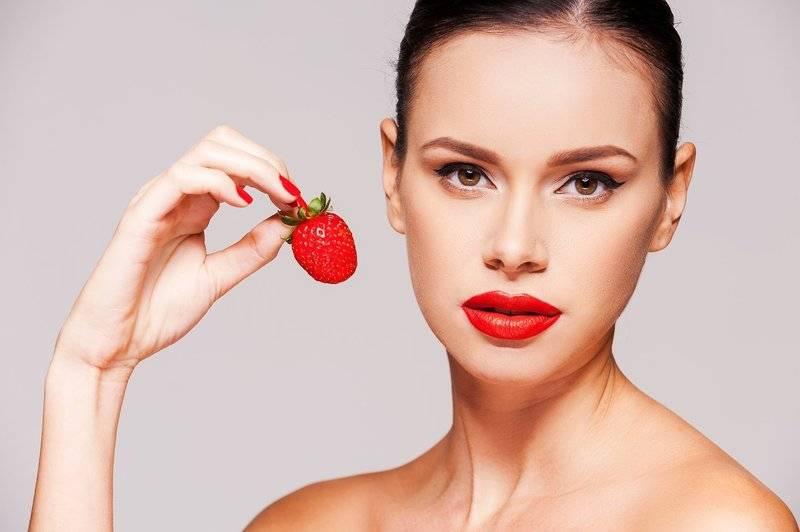 Клубника полезна не только при употреблении внутрь, но и для лица: самые эффективные рецепты масок