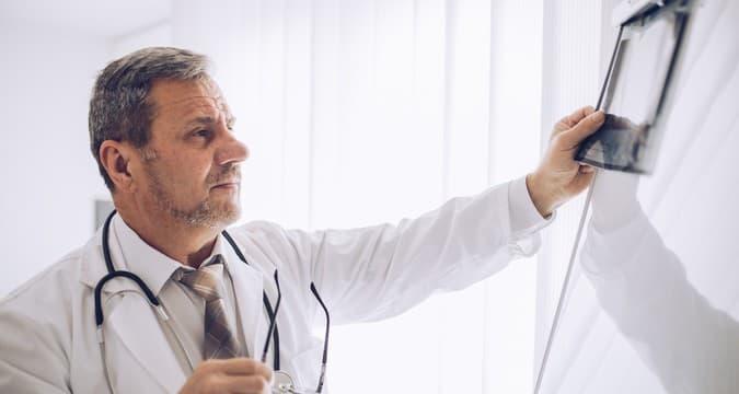 Болезнь пейрони у мужчин: причины, лечение