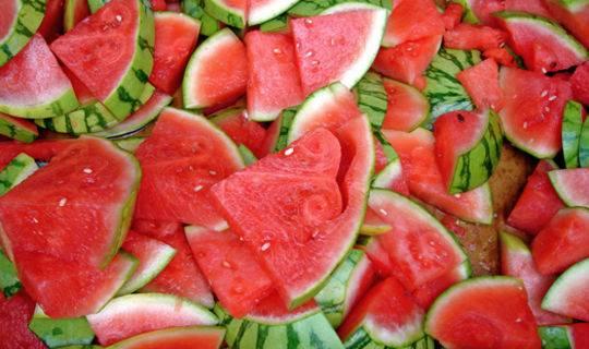 Маска из арбуза для лица. полезные свойства полосатой ягоды