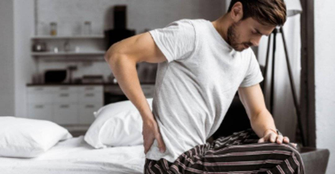 Почему болит в правом яичке у мужчин?