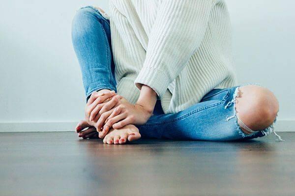 Народные средства при борьбе с трещинами на пятках: победить боль легко!