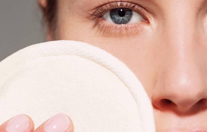 Как лечить белые угри на лице?