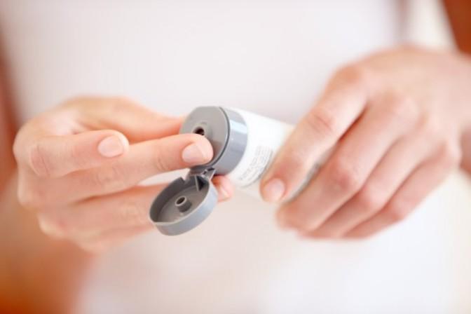 Способы самостоятельного снятия наращенных ресниц