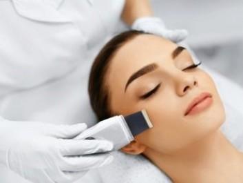 Тем, кто планирует аппаратную ультразвуковую чистку лица, необходимо знать и учитывать несколько важных моментов.