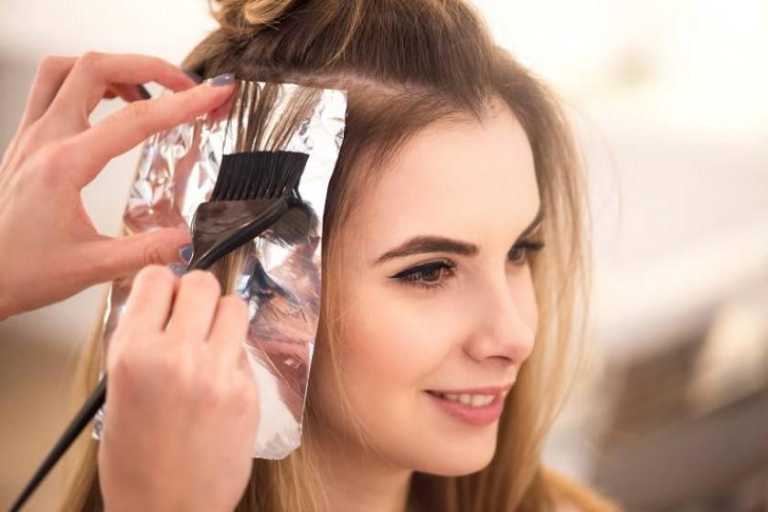 Как самостоятельно осветлить волосы: пошаговая инструкция