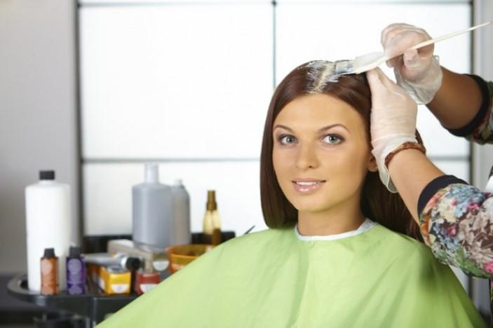 Окрашивание волос во время менструации с точки зрения гинекологии