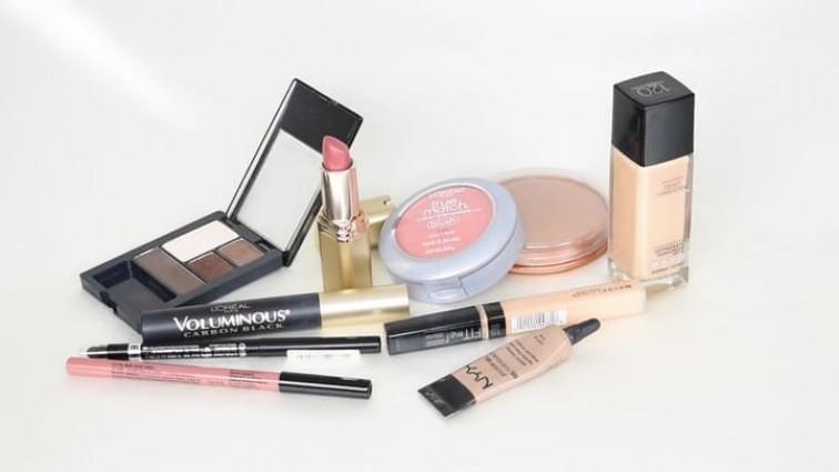 Дневной и вечерний возрастной макияж для женщин