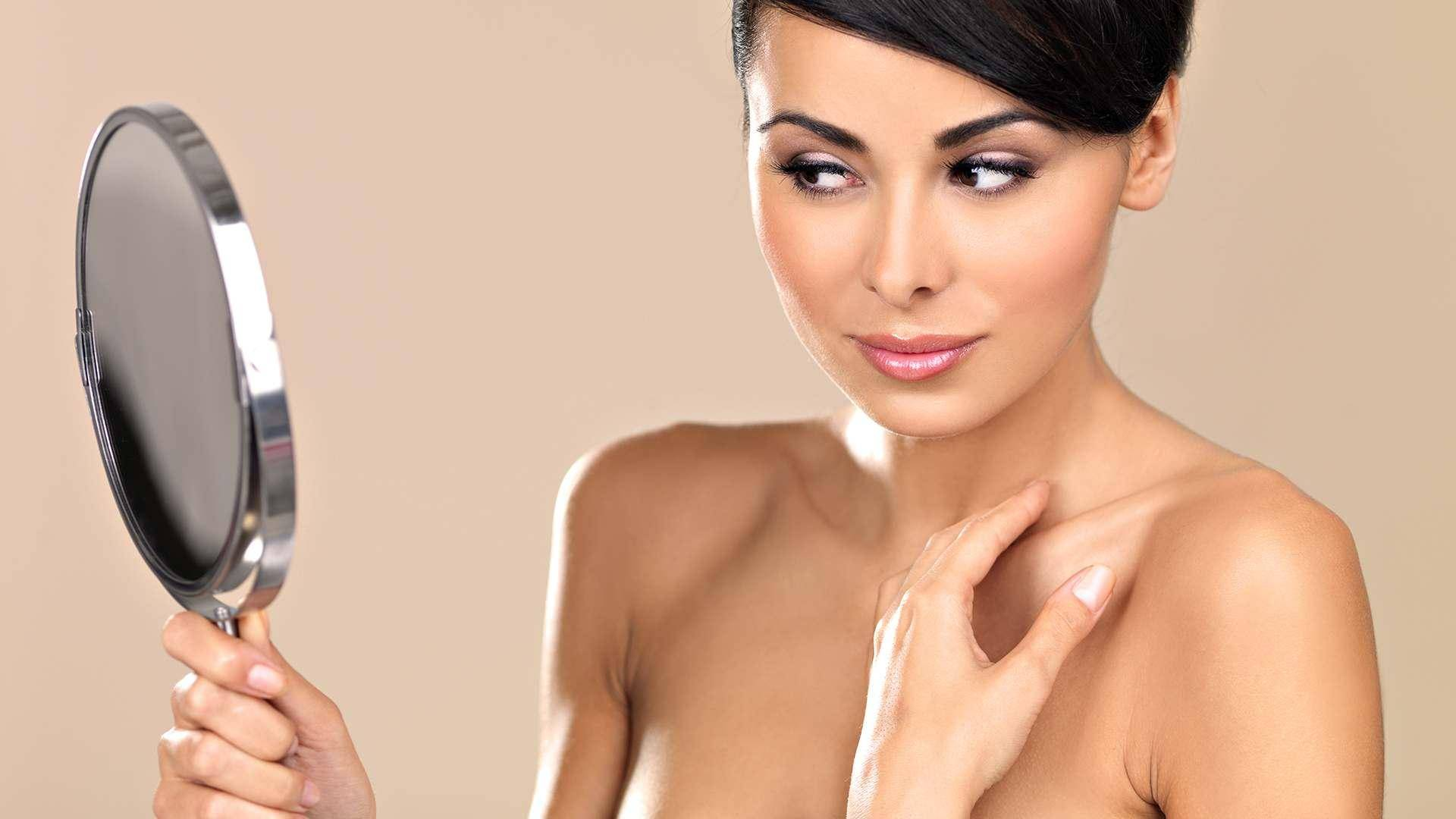 Опасно ли появление бородавок или папиллом на груди и как их удалить?