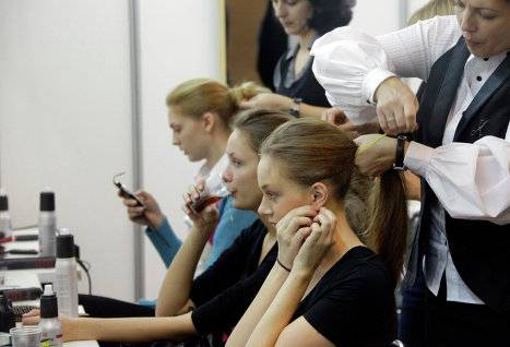 Выпадение волос: какой врач и какими методами лечит заболевание?