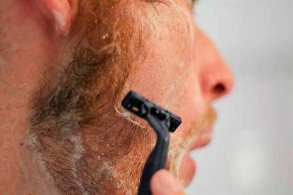 Прыщи после бритья: почему они возникают и как от них избавиться