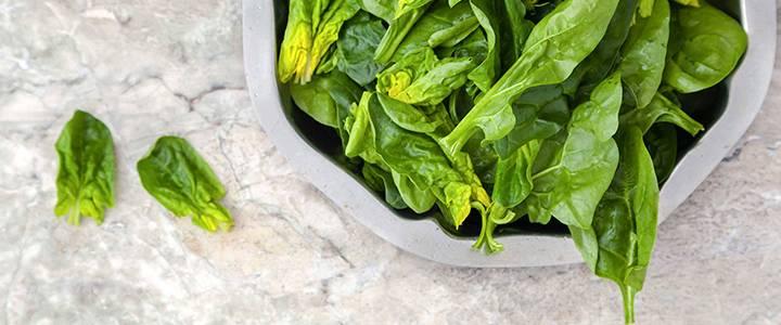 Кому лучше не есть шпинат и почему для остальных он полезен?