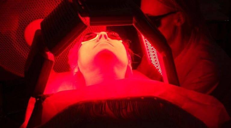 Фотодинамическая терапия в косметологии: описание процедуры, показания и противопоказания