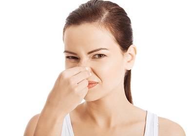 Почему моча женщины имеет едкий, кислый запах, о чем это говорит