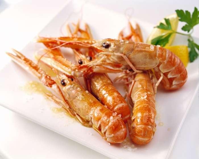 Доступный морской деликатес – креветки: чем полезны и вредны и можно ли их детям?