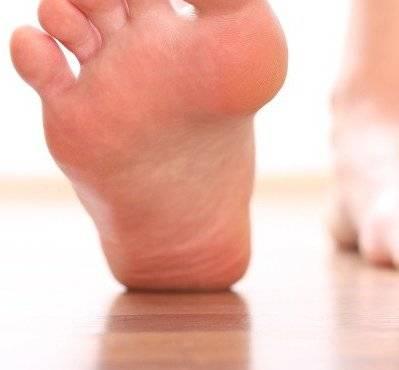 Пяточная шпора, причины, симптомы и лечение в домашних условиях