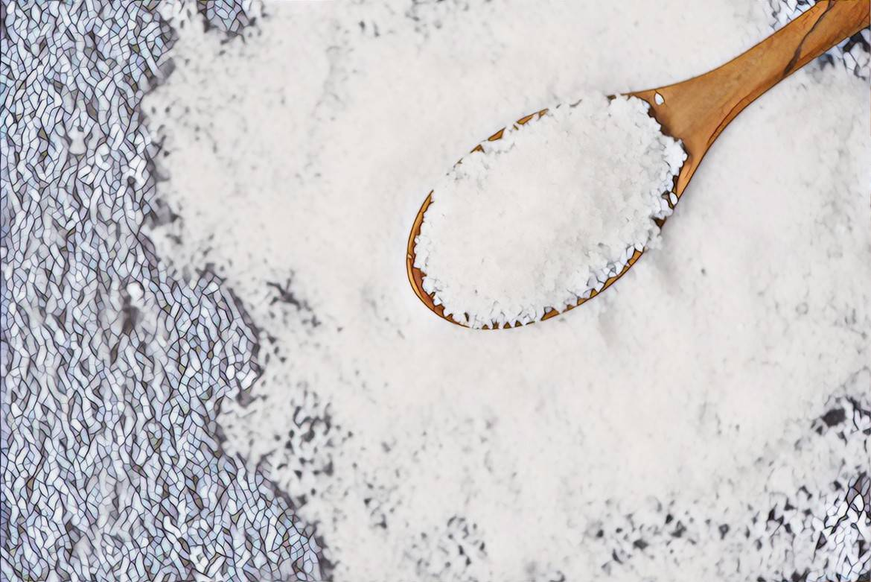 Соль от прыщей на лице: поможет или нет?