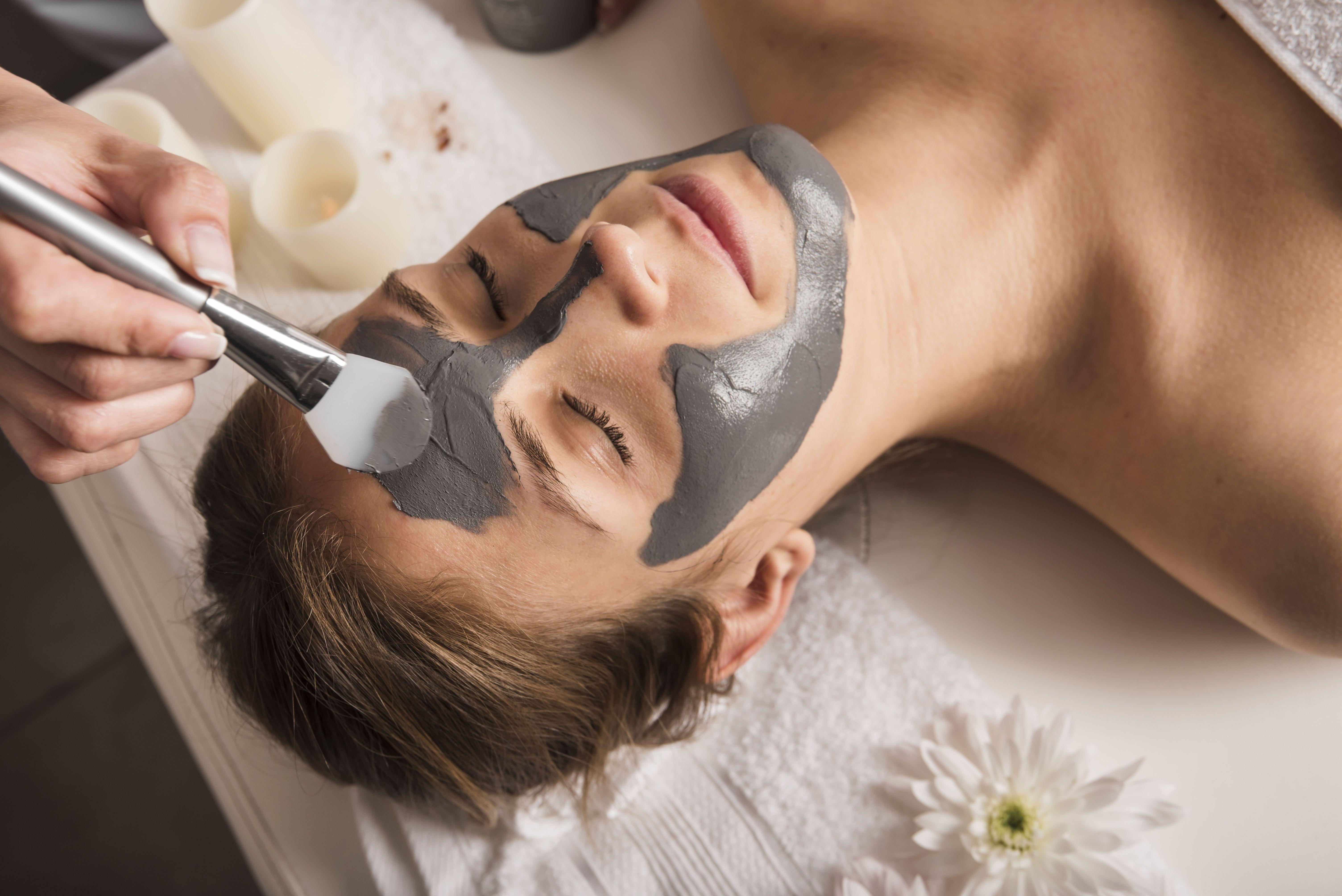 5 масок из красной глины для лица: чем полезна, косметическое применение
