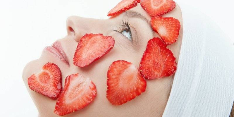 Универсальные маски из земляники для улучшения состояния кожи лица