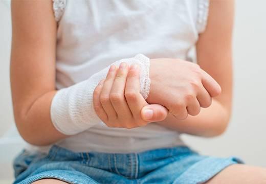 Почему появляется и как лечить фурункул у ребенка