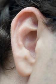 Как быстро избавиться от черных точек в ушах