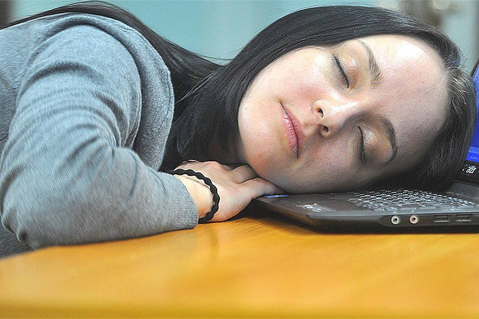 Как недосып влияет на появление прыщей?