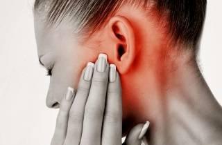 Почему болит яичко слева у мужчин, причины, как лечить