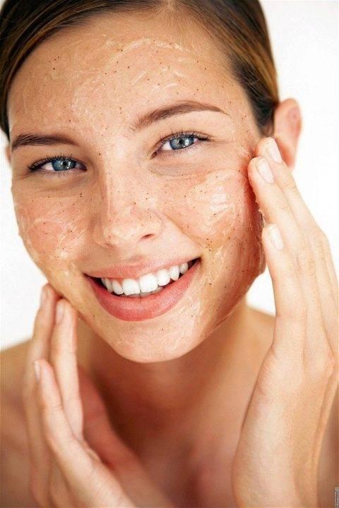 Как очистить лицо от прыщей в домашних условиях и в салоне