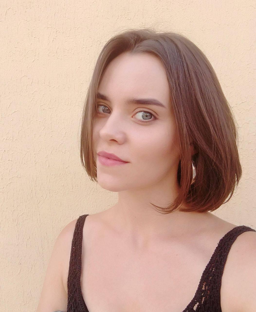 Девушка-блогер показала, как изменилось ее лицо после того, как она отказалась от вегетарианского рациона и снова начала есть мясо спустя 4 года
