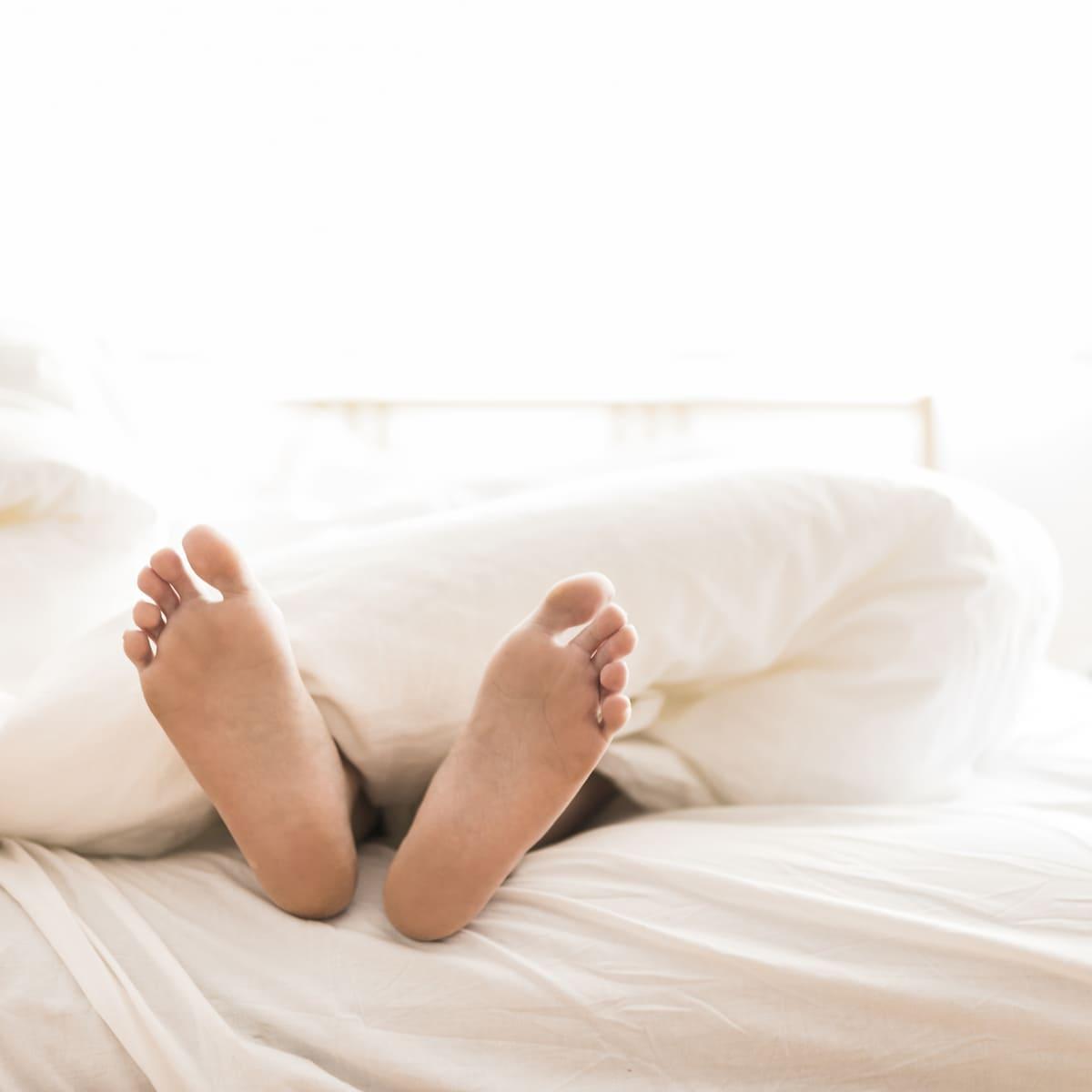 Что делать с мозолями между пальцами ног: варианты лечения