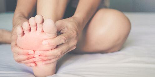 Папиллома на ноге: виды, диагностика, лечение