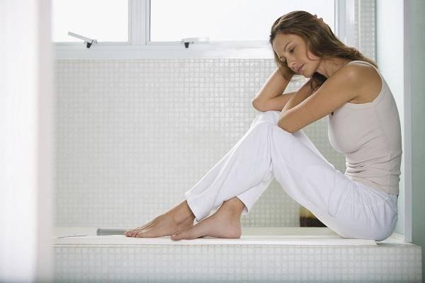 Как лечится молочница у мужчин и как она проявляется – зудом, высыпаниями или жжением? особенности лечения народными средствами, таблетками