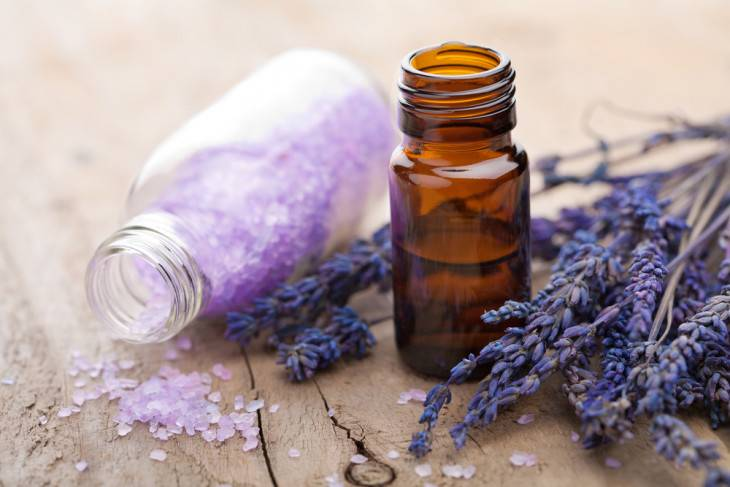 Топ лучших эфирных масел для лица: уроки косметической ароматерапии в домашних условиях