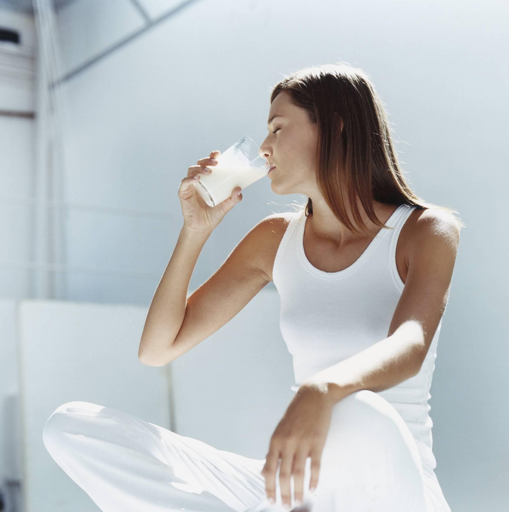 Молоко и творог как одна из причин появления прыщей
