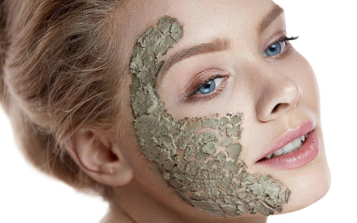 Топ-12 домашних масок из глины от прыщей для лица