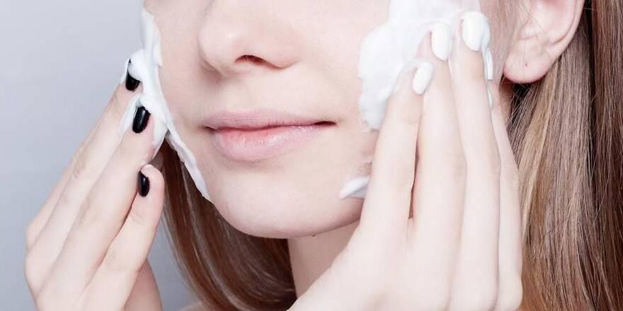 Косметика для жирной кожи с расширенными порами – бюджетные препараты и средства для очищения