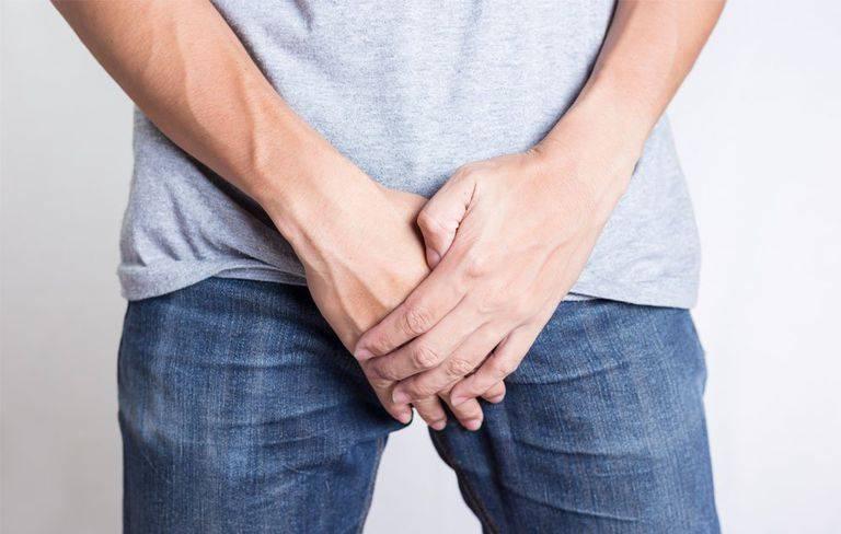 Шелушится кожа на половом члене: причины, лечение и профилактика