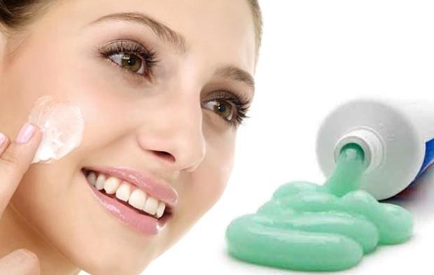 Помогает ли зубная паста от прыщей на лице