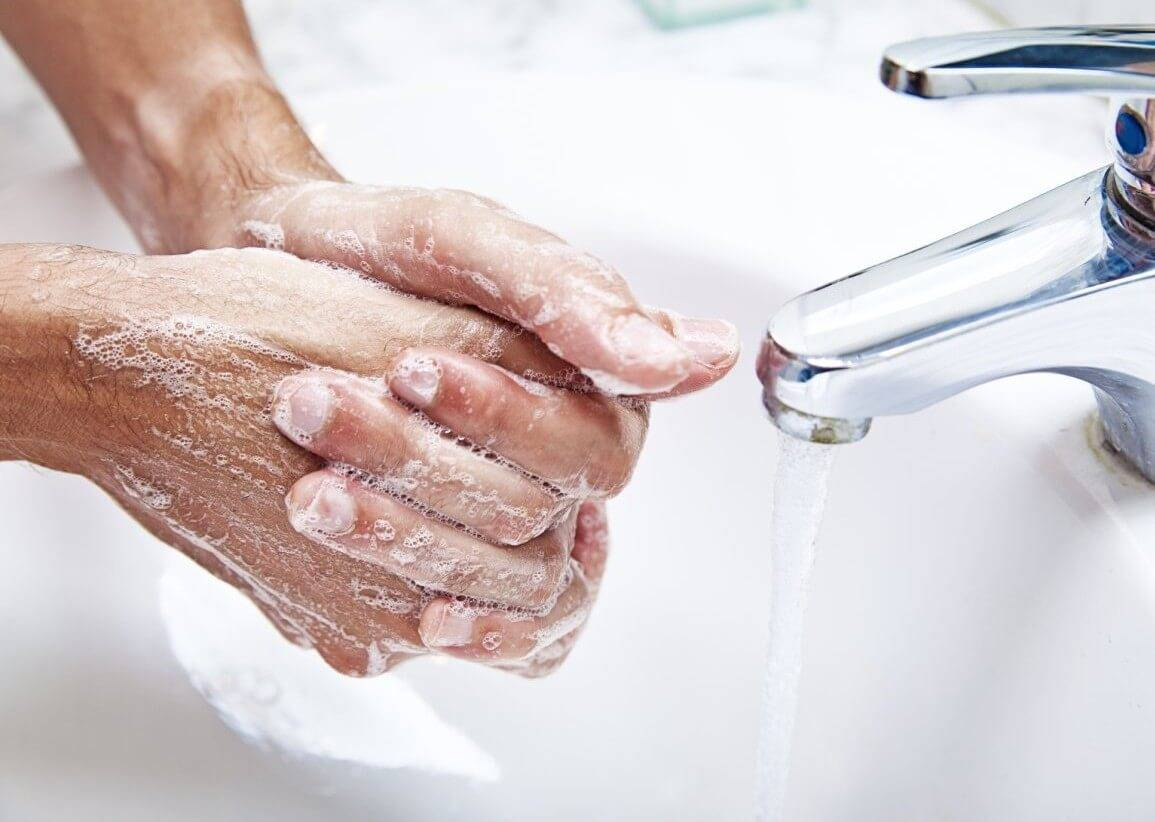 Бородавки на руках: причины и лечение