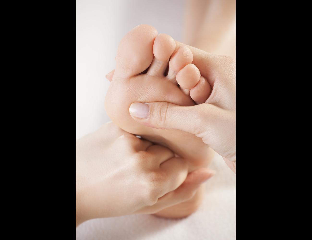 Межпальцевая мозоль на ноге: лечение и причины